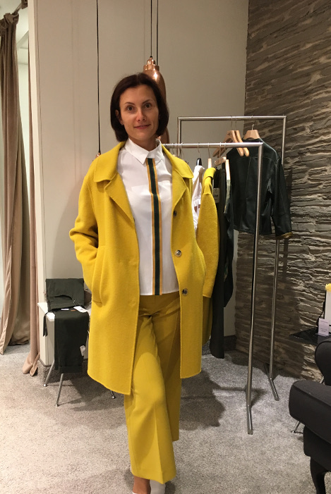 Natalia gelbes Outfit beim Personal Shopping in München
